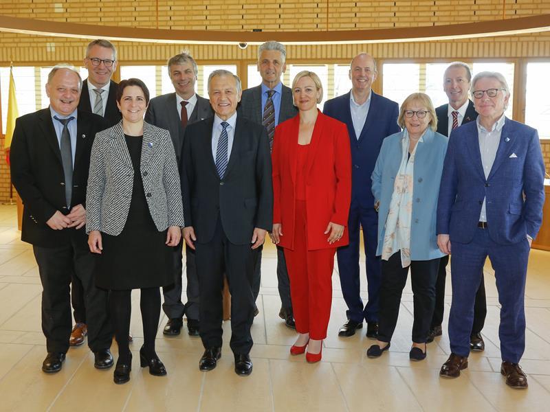 Die Geschäftsleitung des Zürcher Kantonsrats besucht den Landtag