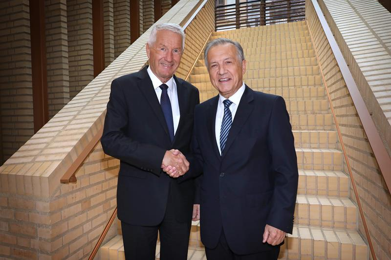 Thorbjørn Jagland und Landtagspräsident Albert Frick
